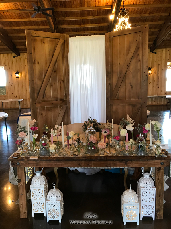 barn doors used as a sweetheart table background.