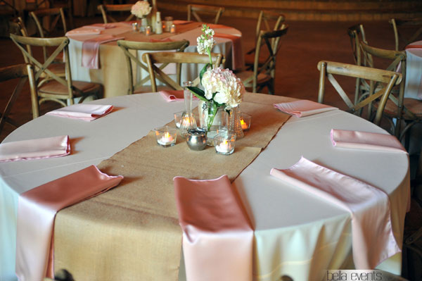 rustic guest table centerpiece presentation