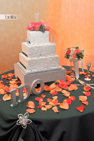 wedding cake table - wedding day - 2056