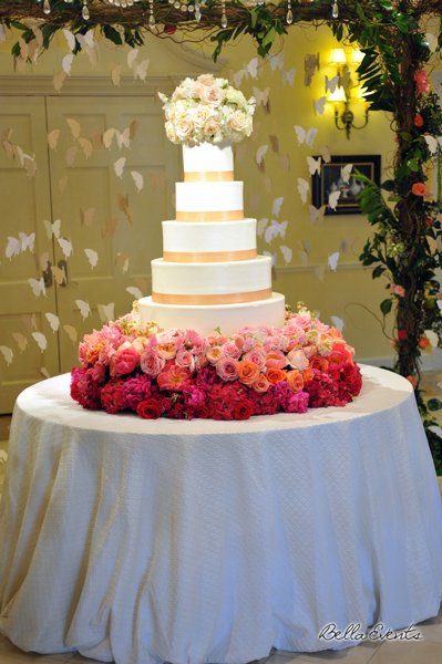 wedding cake table - wedding day - 2077